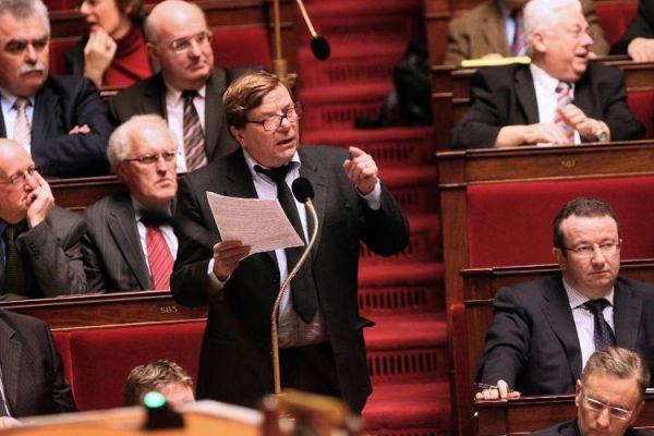 710264-le-maire-pcf-d-ivry-sur-seine-pierre-gosnat-alors-depute-s-exprime-a-l-assemblee-le-8-decembre-2009