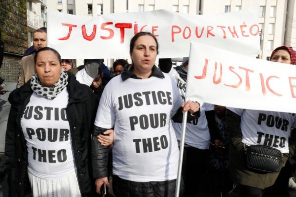 7787104041_une-marche-blanche-a-eu-lieu-pour-theo-apres-son-interpellation-par-quatre-policiers-a-aulnay-sous-bois
